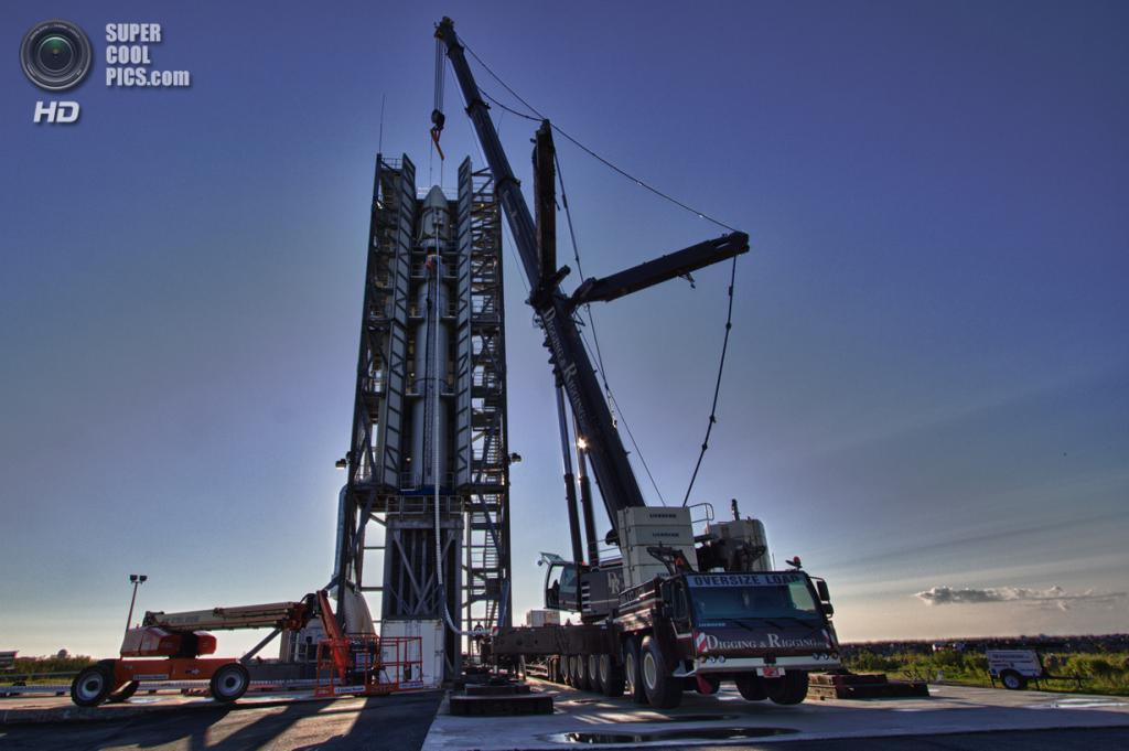 США. Уоллопс, Виргиния. Ракета-носитель Минотавр-5 готова к взлёту. (NASA Wallops/Terry Zaperach)