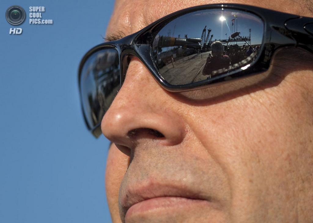 Казахстан. Байконур. 26 мая. Инженер НАСА Рик Мастраккио наблюдает за прибытием Союз ТМА-09М на космодром. (Bill Ingalls/NASA via Getty Images)