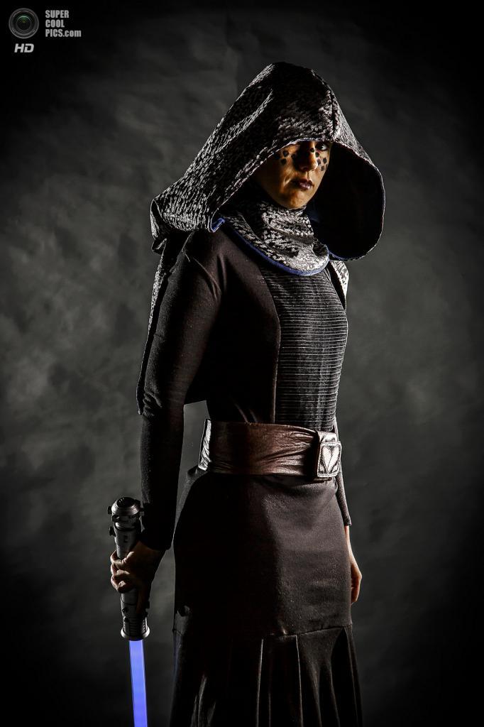 Эллисон зарабатывает на жизнь тем, что шьет костюмы для таких же гиков, как она. (Thomas Cordy/The Palm Beach Post)