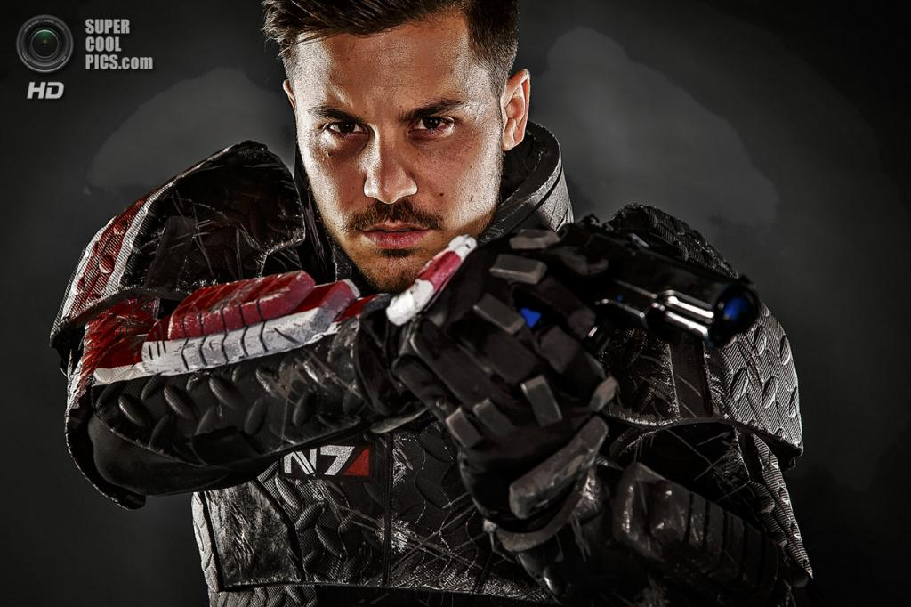 Дон Фарина, 25 лет, бармен, в образе лейтенанта-коммандера Шепарда из игры «Mass Effect». (Thomas Cordy/The Palm Beach Post)