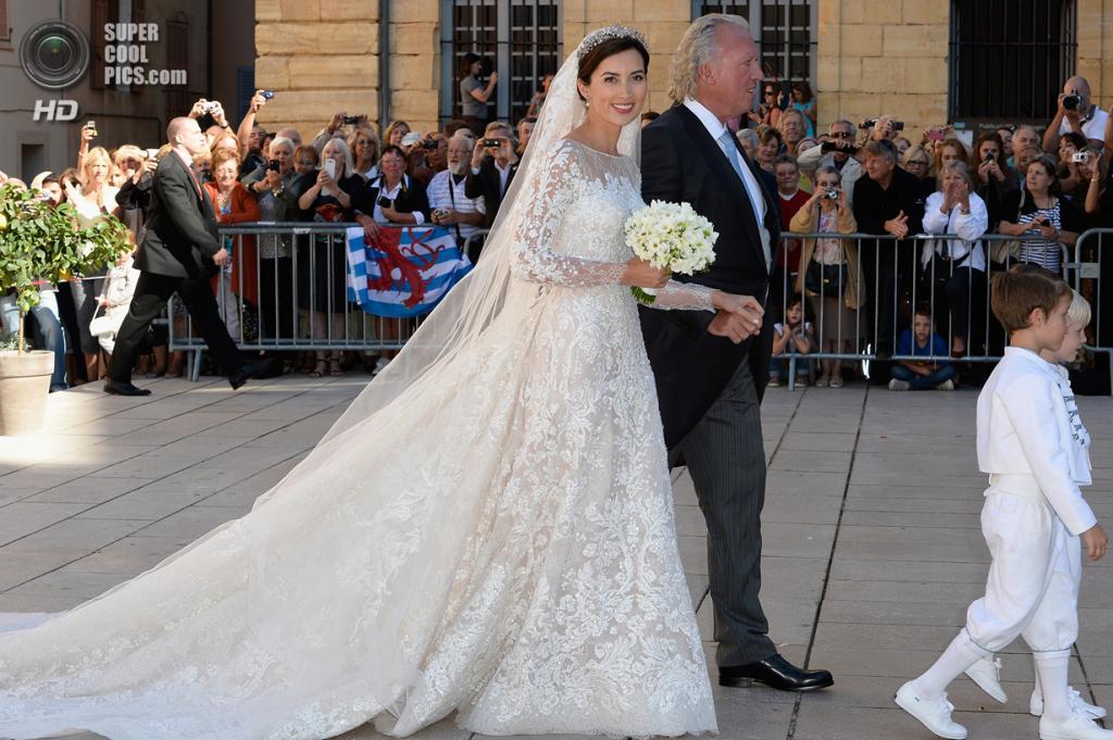 Франция. Сен-Максимен-ла-Сент-Бом. 21 сентября. Перед венчанием. (Getty Images)