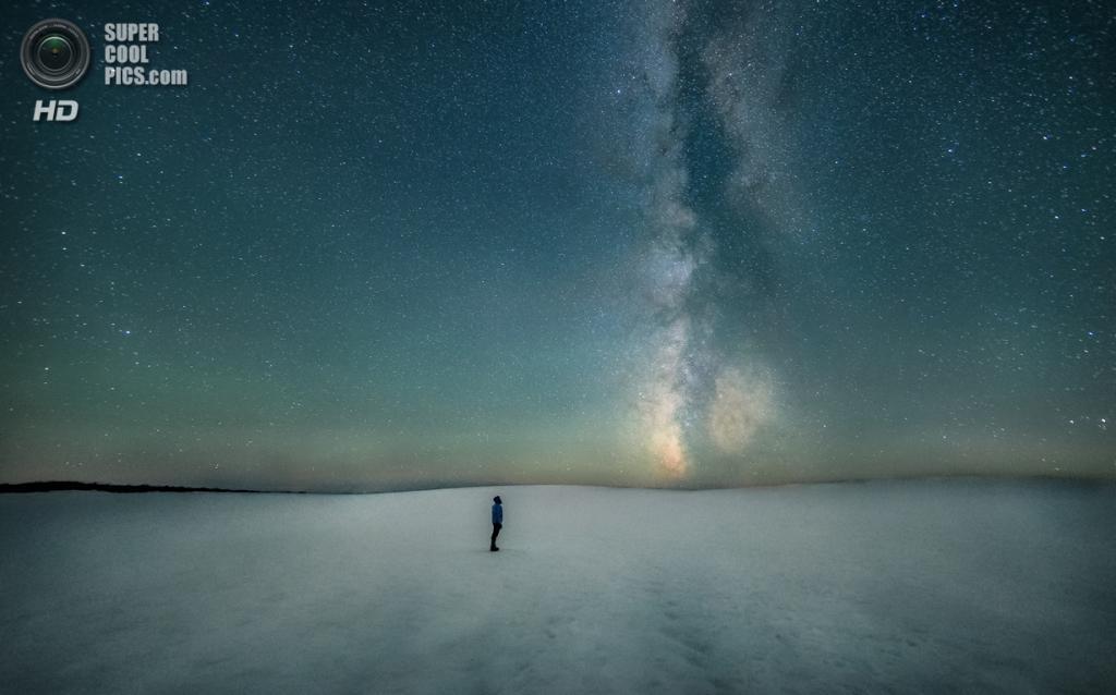 «Привет. Здравствуйте». Призёр в номинации «Люди и космос». (Ben Canales/Astronomy Photographer of the Year)