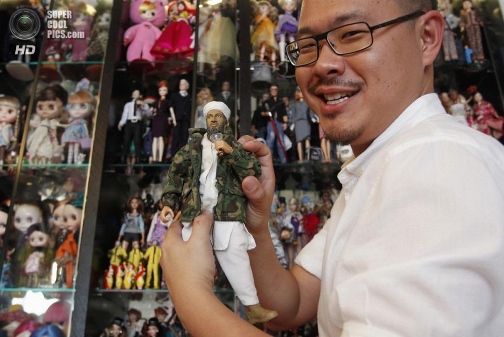 Сингапур. 2 сентября. Цзянь Ян и его куклы. (REUTERS/Edgar Su)