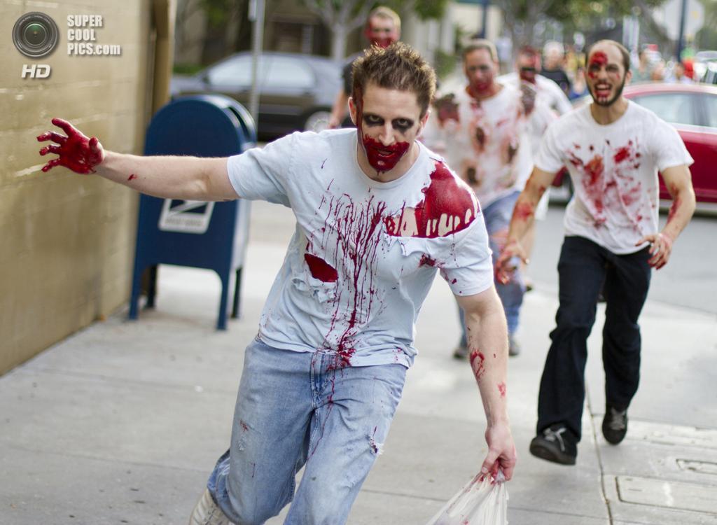 США. Сан-Диего, Калифорния. Во время зомби-моба. (Nathan Rupert)