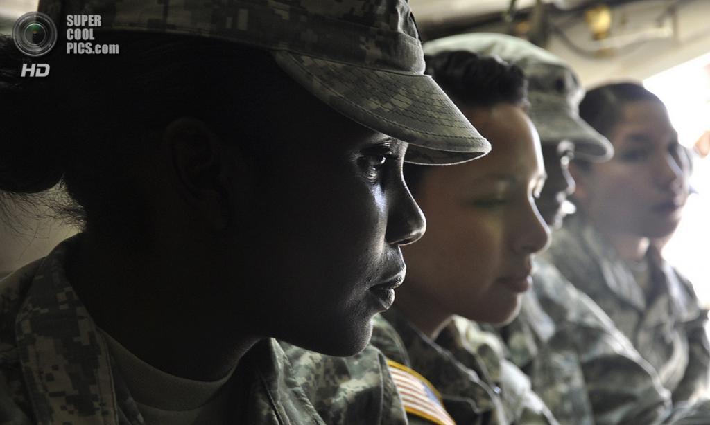 США. Форт-Блисс, Техас. 20 июня 2012 года. Специалист Дженая Гастон во время тренировок перед отправкой в Афганистан. (U.S. Army/Sgt. Ida Irby)