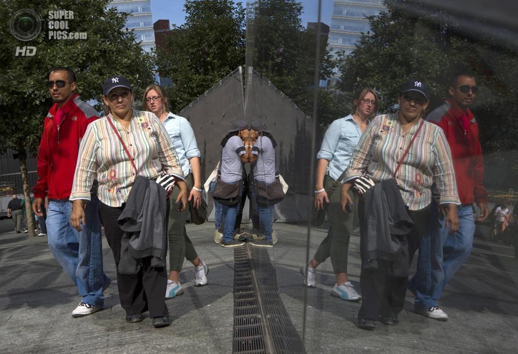США. Нью-Йорк. 11 сентября. Национальный мемориал и музей 11 сентября. С момента открытия мемориала в 2011 году его посетили 9000000 человек со всего мира. (Foto Reuters / Eric Thayer)