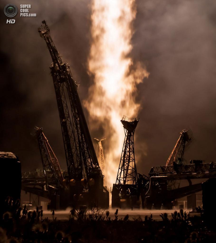 Казахстан. Байконур. 29 мая. Взлёт Союз ТМА-09М. (NASA/Bill Ingalls)