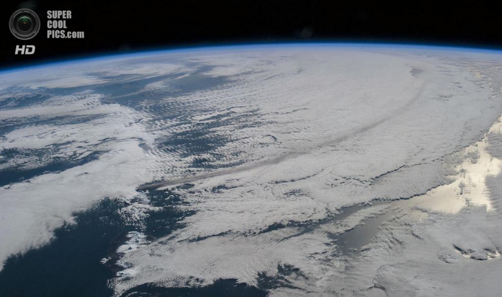 Извержение вулкана Павлова на Аляске. (NASA)