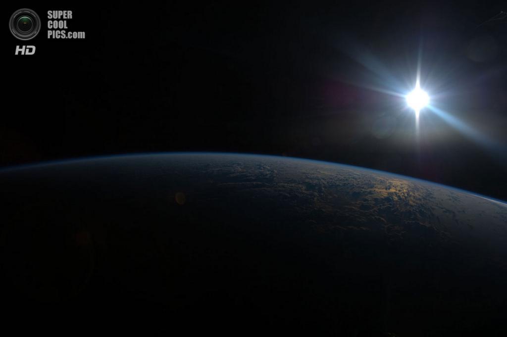 Солнце над Землёй. (NASA)