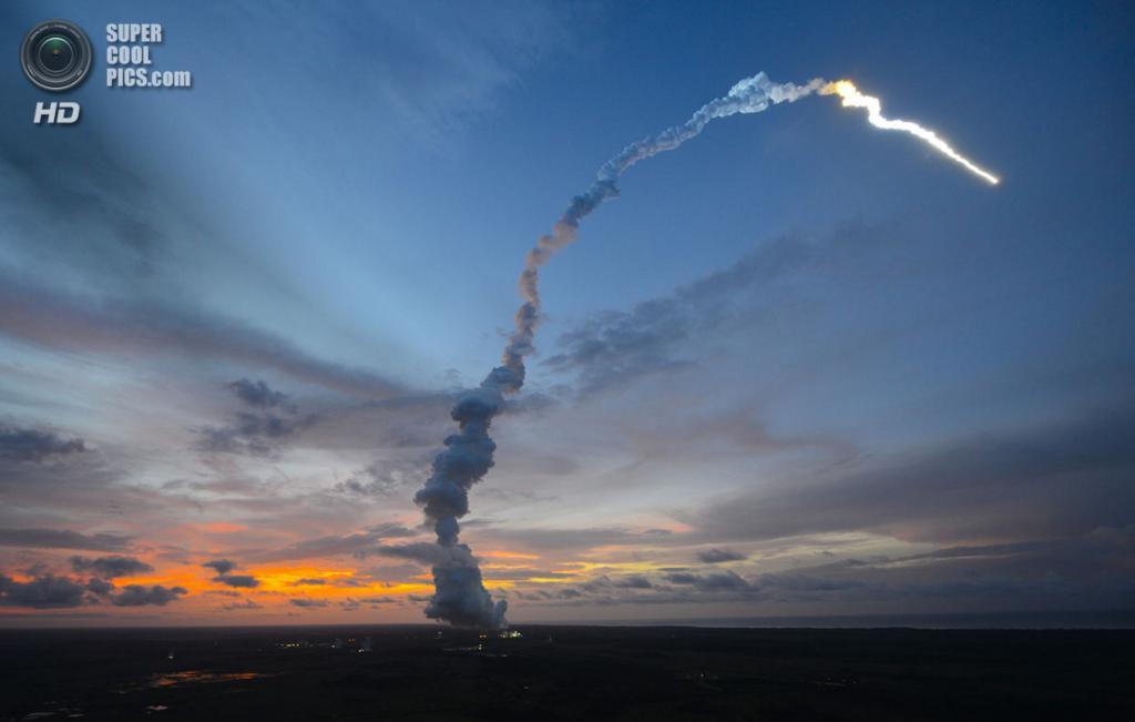 Французская Гвиана. Куру. 5 июня. Запуск ракеты-носителя Ариан-5 с космическим кораблем ATV-4 «Альберт Эйнштейн», доставившим полезный груз на МКС. (Stephane Corvaja/ESA via Getty Images)