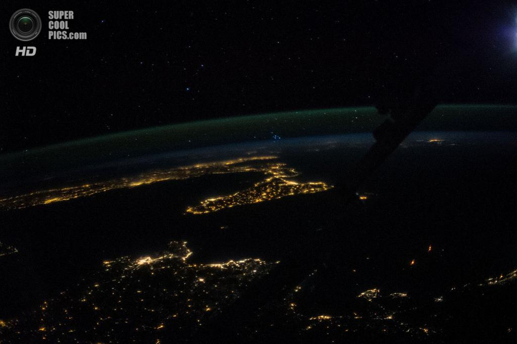 Огни Сардинии, Сицилии и Италии. (NASA)