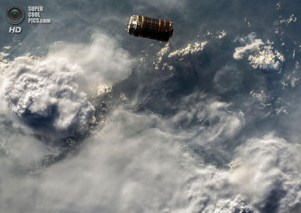 Японский беспилотный автоматический грузовой космический корабль Конотори-4. (NASA)