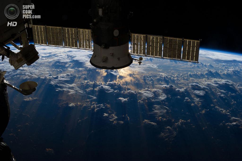 Штормовые тучи над Бразилией и Эквадором. (NASA)