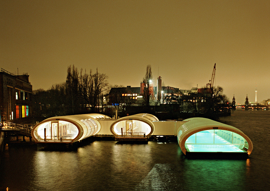 Бассейн, сауна и бар на реке Шпрее (9 фото)