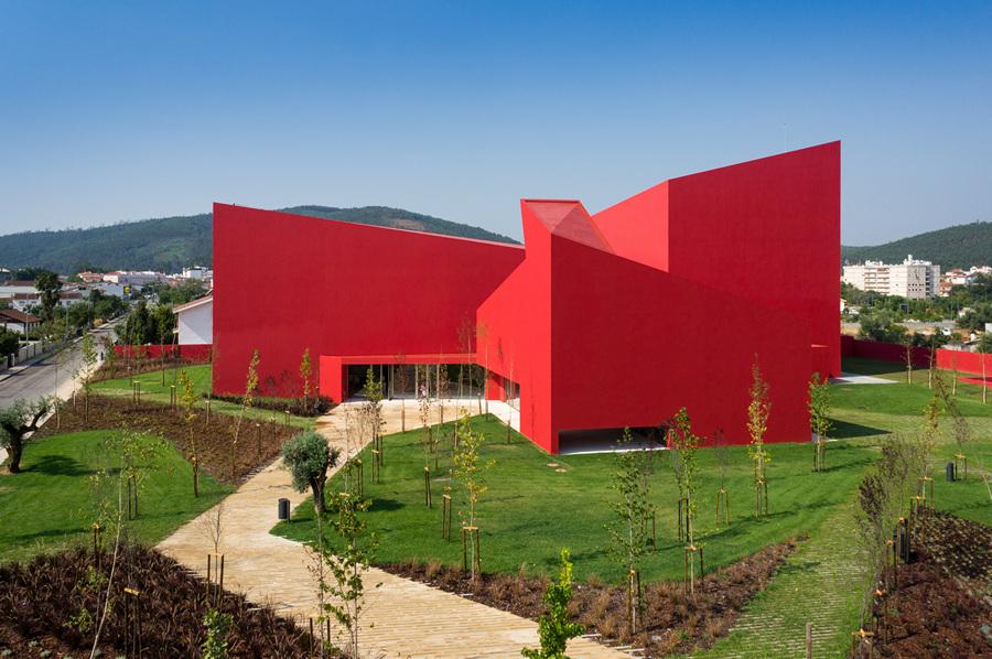 Дом искусств Миранда-ду-Корву (18 фото)