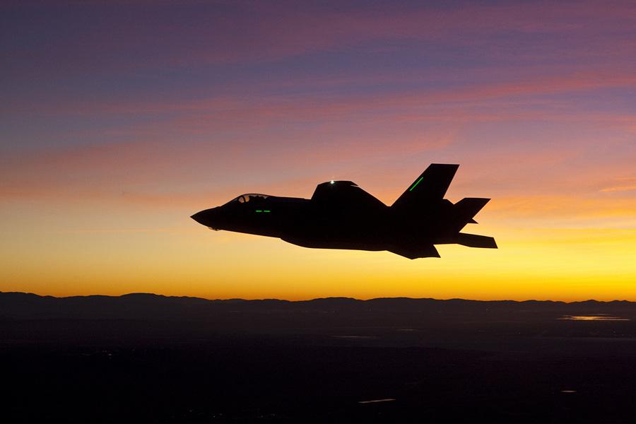 F-35: Ночные полёты (9 фото)