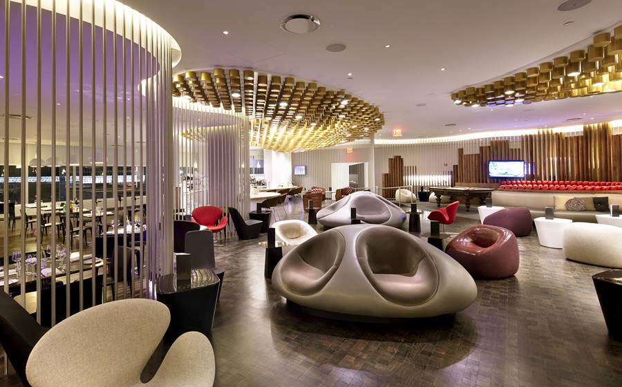 США. Нью-Йорк. Клубный дом Virgin Atlantic Clubhouse в Международном аэропорту имени Джона Кеннеди, спроектированный Slade Architecture. (Anton Stark)