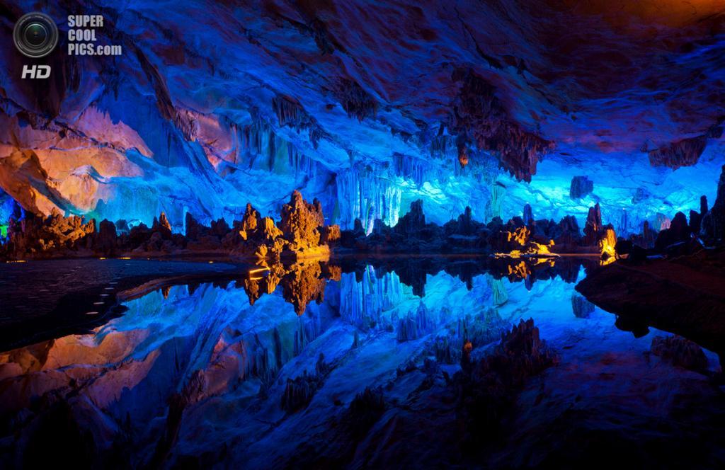 Китай. Гуйлинь, Гуанси. Пещера тростниковой флейты. (Thomas Dawson)