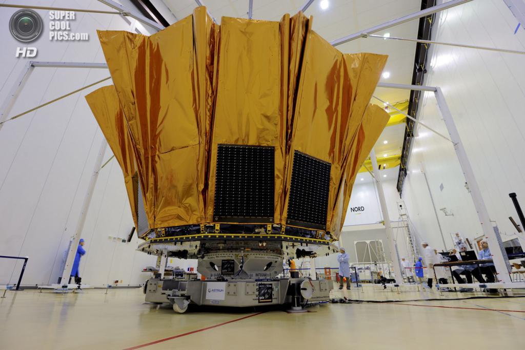 Французская Гвиана. Куру. 10 октября. Во время тестирования разворачивающегося «экрана-козырька» космической обсерватории «Гея». (ESA/M. Pedoussaut)