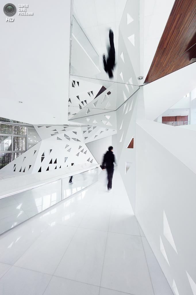 Китай. Ханчжоу, Чжэцзян. Кафе Arthouse, спроектированное  Joey Ho Design. (Yong Chang Wu)