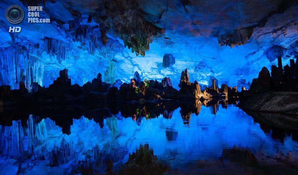 Китай. Гуйлинь, Гуанси. Пещера тростниковой флейты. (Rainier Milante)