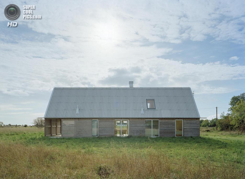 Швеция. Форё, Готланд. Летний домик, спроектированный LLP Arkitektkontor. (Åke Eson Lindman)