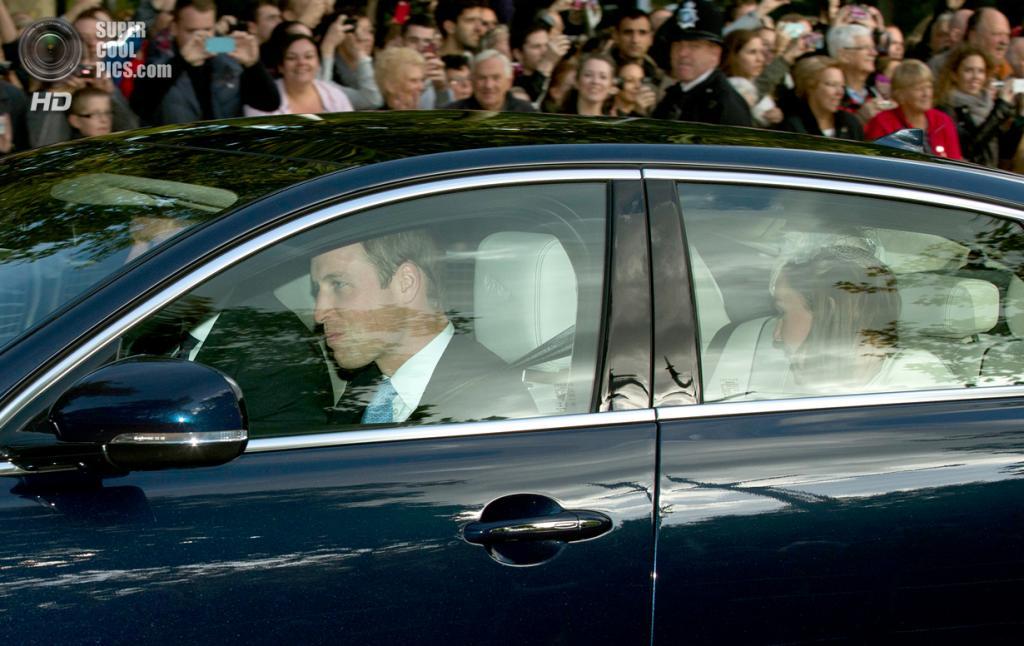 Великобритания. Лондон. 23 октября. После церемонией крещения принца Джорджа Кембриджского. (AP Photo/Matt Dunham)