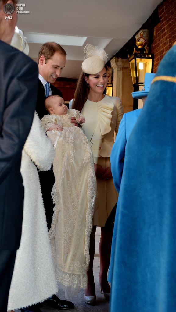 Великобритания. Лондон. 23 октября. Перед церемонией крещения принца Джорджа Кембриджского. (John Stillwell/Getty Images)