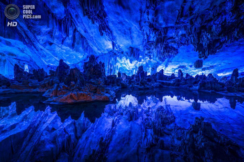 Китай. Гуйлинь, Гуанси. Пещера тростниковой флейты. (Adam Allegro)