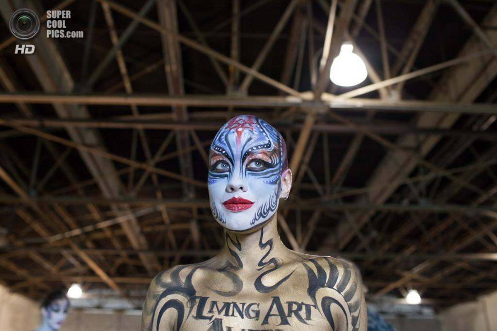 США. Атланта, Джорджия. 28 сентября. Модель Метти Джун на фестивале «Living Art America / Bodies as a Work of Art». (AP Photo/Branden Camp)