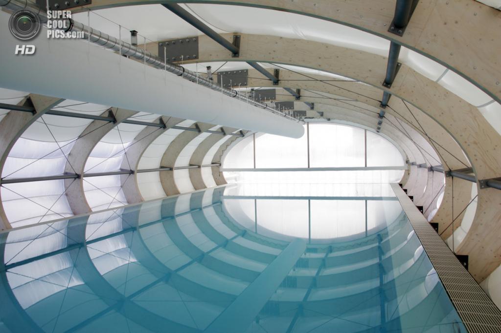 Германия. Берлин. Комплекс Badeschiff, спроектированный Wilk-Salinas Architekten. (Torsten Seidel)