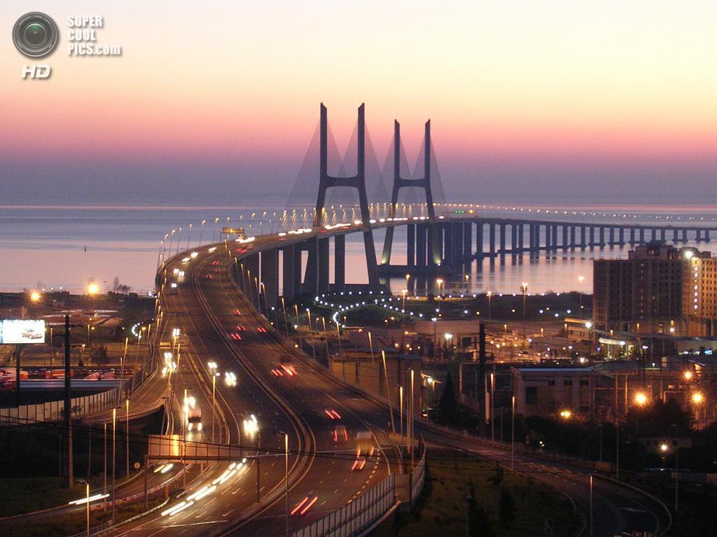Португалия. Лиссабон. Мост Васко да Гама. (F H Mira)