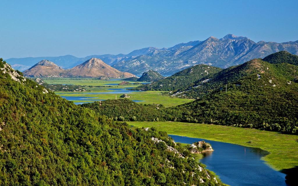 Самое большое озеро Балкан (13 фото)