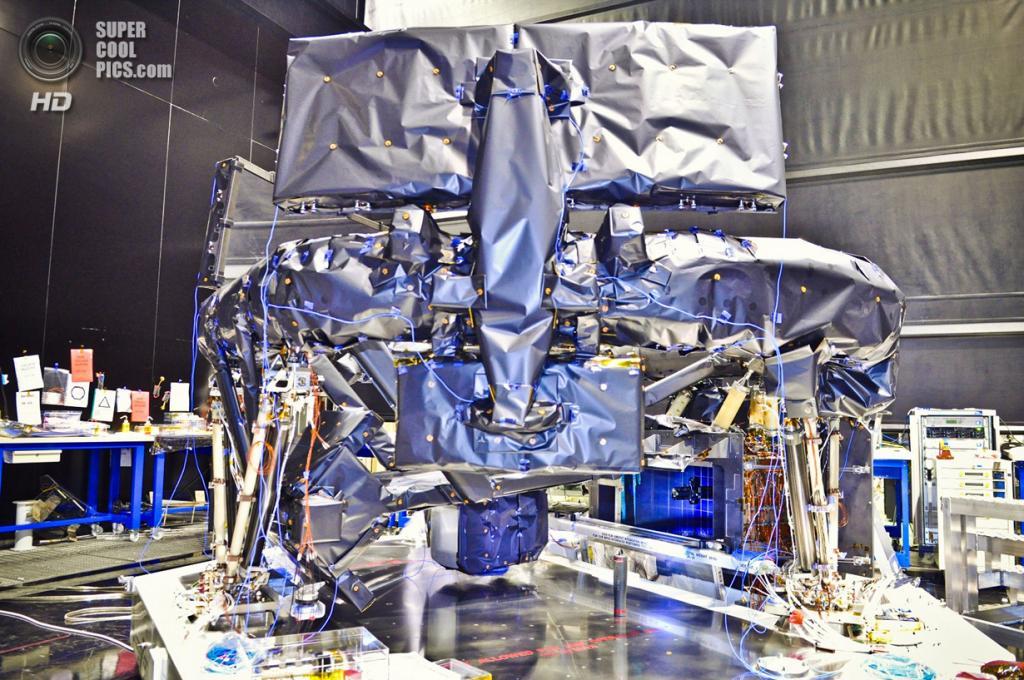 Франция. Тулуза, Верхняя Гаронна. 27 августа 2012 года. Полностью собранный модуль полезной нагрузки космической обсерватории «Гея». (Astrium SAS)
