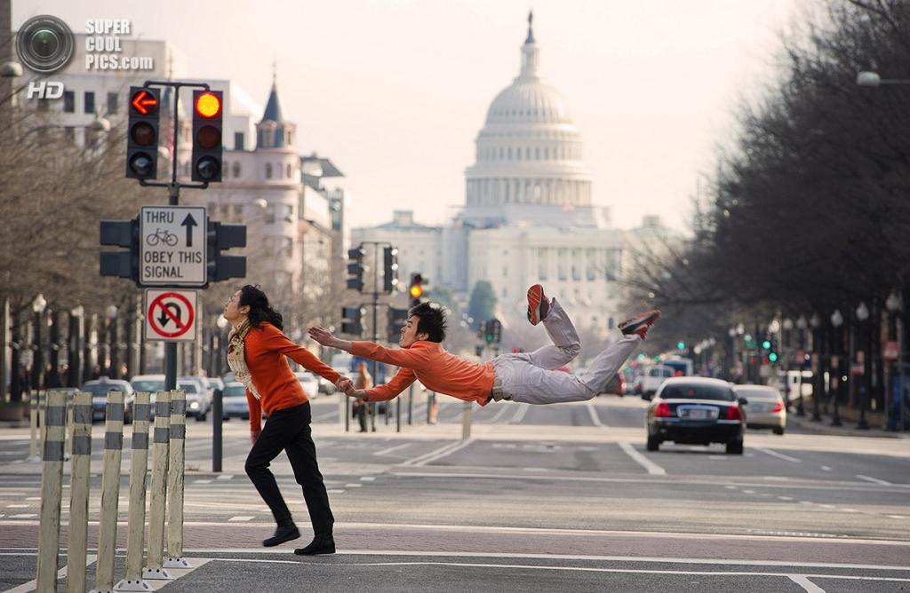 Сунь Чун с мамой. Вашингтон, округ Колумбия. (Jordan Matter)