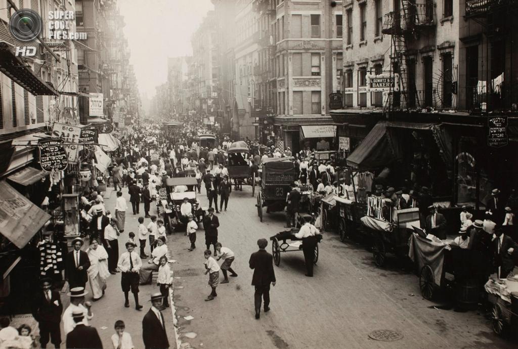 «Уличная сцена в Нью-Йорке», 1910 год. (Lewis W. Hine/George Eastman House Collection)