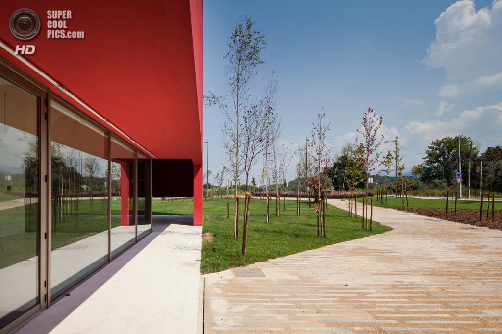 Португалия. Миранда-ду-Корву, Коимбра. Дом искусств, спроектированный Future Architecture Thinking. (João Morgado)