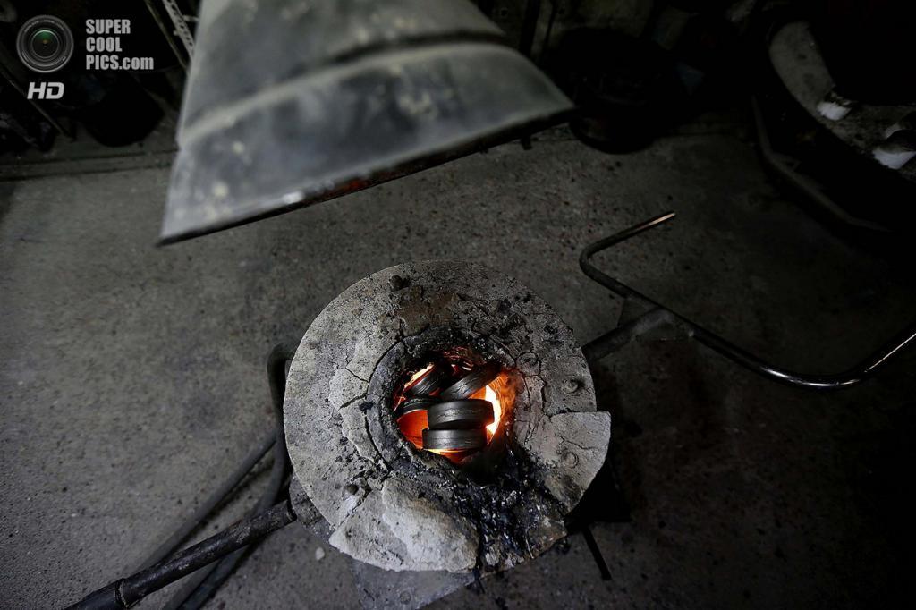 Великобритания. Саутгемптон, Англия. Плавка стали. (REUTERS/Stefan Wermuth)