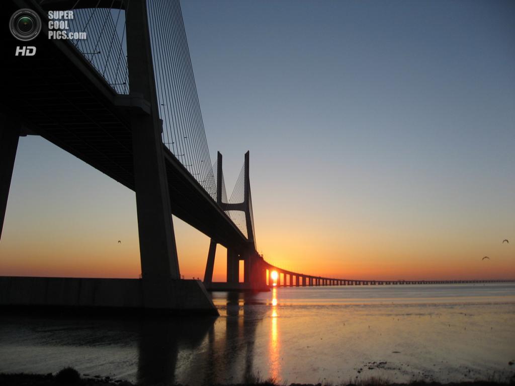 Португалия. Лиссабон. Мост Васко да Гама. (Burkhard Westphal)