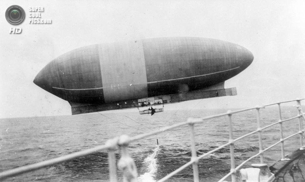 Франция. 1910 год. Дирижабль Wellman «Америка», наблюдаемый с судна. (Library of Congress)