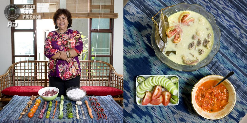 Индонезия. Джакарта. Блюдо: Говяжий суп с кокосом и овощами. (Gabriele Galimberti)