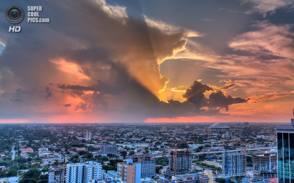 США. Майами, Флорида. «Разноцветные лучи». (lostINmia)