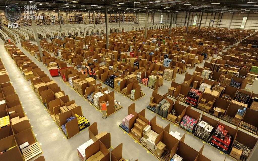 Великобритания. Данфермлин, Шотландия. 15 ноября 2011 года. На самом большом складе Amazon.com в Великобритании. (REUTERS/Russell Cheyne)