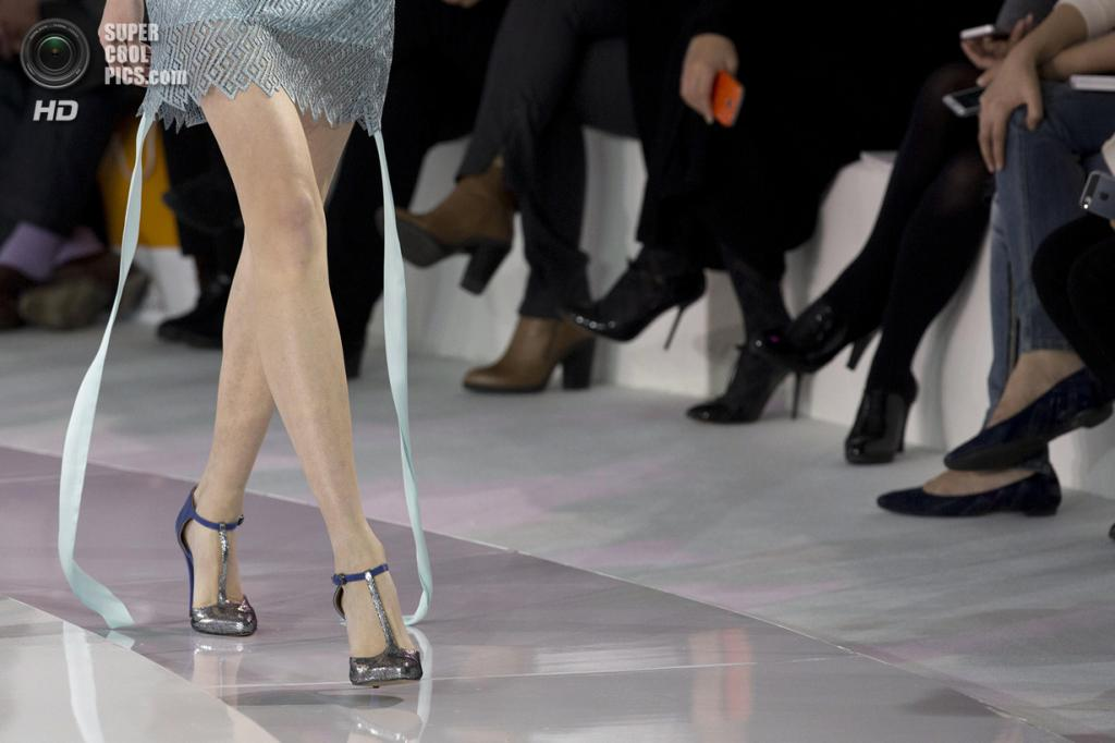Китай. Пекин. 26 октября. Новая коллекция JEFEN на Неделе моды в Пекине. (AP Photo/Ng Han Guan)