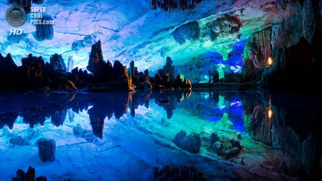 Китай. Гуйлинь, Гуанси. Пещера тростниковой флейты. (Ruizi Chen)