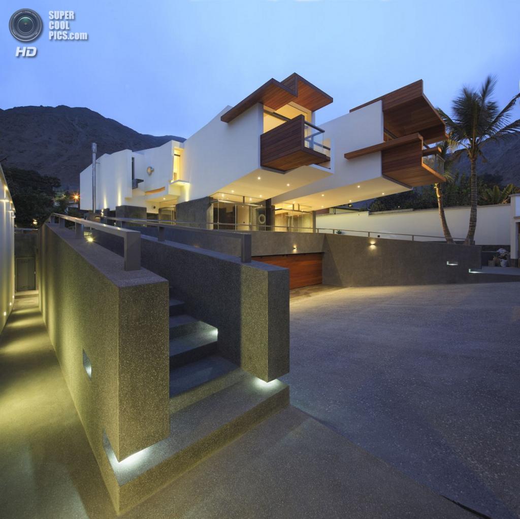 Перу. Лима. Частный дом A House Forever, спроектированный Longhi Architects. (Juan Solano)