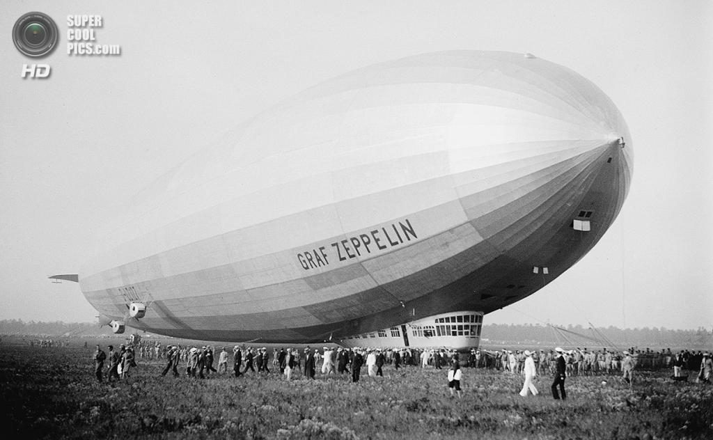 США. Лейкхёрст, Нью-Джерси. 29 апреля 1929 года. Пассажирский дирижабль «Граф Цеппелин» — самый большой и передовой дирижабль в мире на то время. (AP Photo)