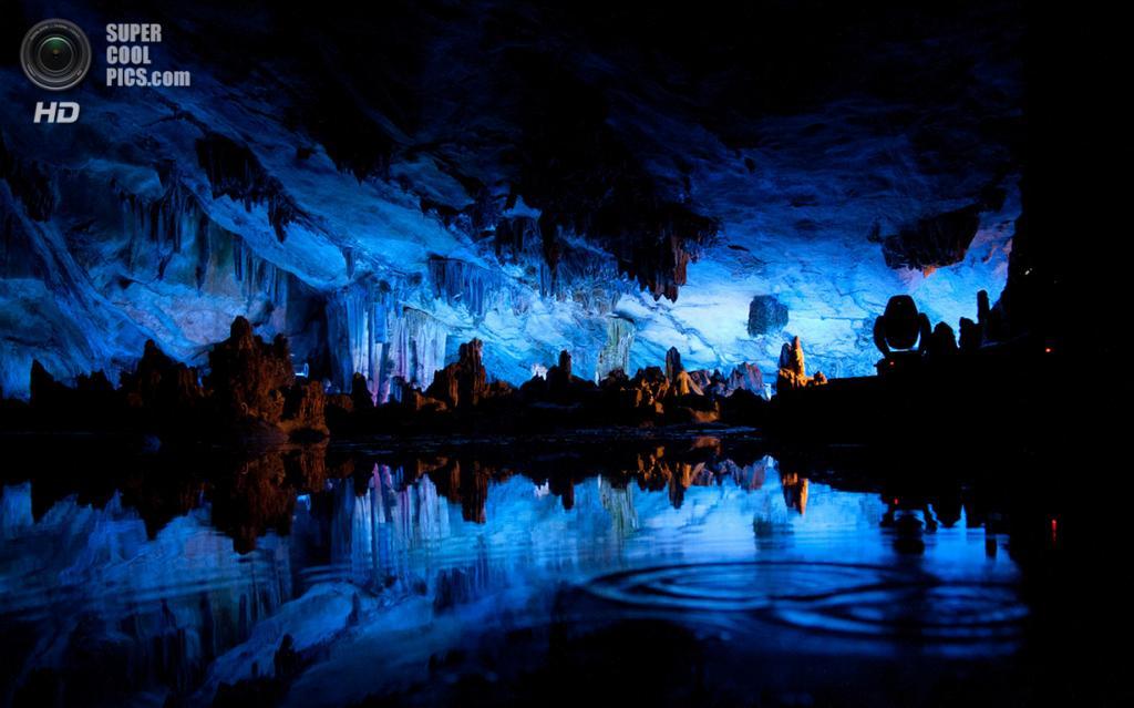 Китай. Гуйлинь, Гуанси. Пещера тростниковой флейты. (Jon Leirdal)