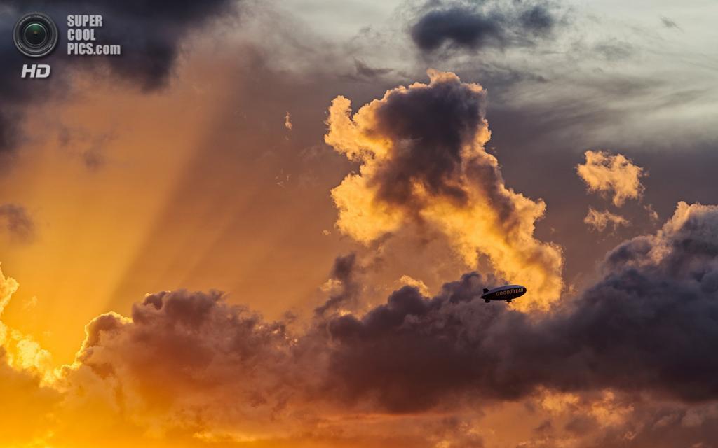 США. Майами, Флорида. «Лучи цеппелина». (lostINmia)