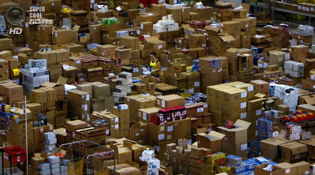 Великобритания. Милтон-Кинс, Бакингемшир, Англия. 30 ноября 2007 года. На складе Amazon.com. (REUTERS/Kieran Doherty)